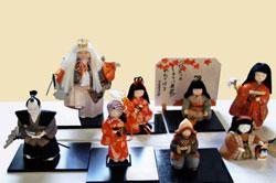 真雅鶴会作品展 ―真多呂木目込み人形とクロスステッチ刺繍―